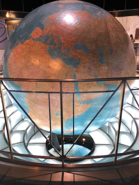 The Globe in the lobby of the Daily News Bldg.